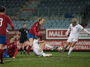 FOTO: Repre na Střeláku. Fotbalistky podlehly v přípravě semifinalistkám z mistrovství světa Angličankám