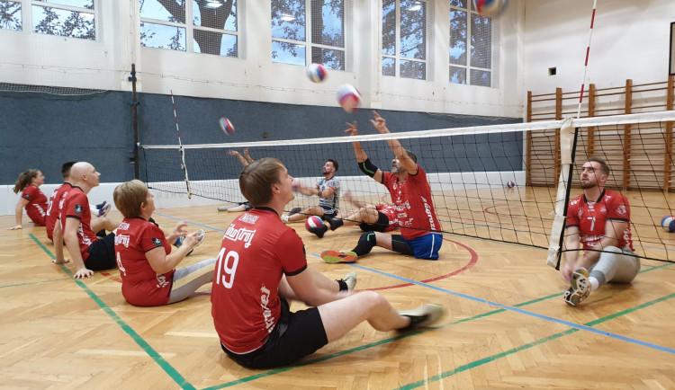 Jihostroj má nový tým volejbalistů. Hrají v sedě