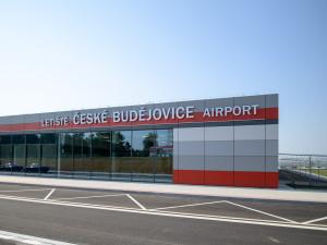 Budějce do letiště příští rok investují kolem 36 milionů. Podíl ale chtějí stále prodat