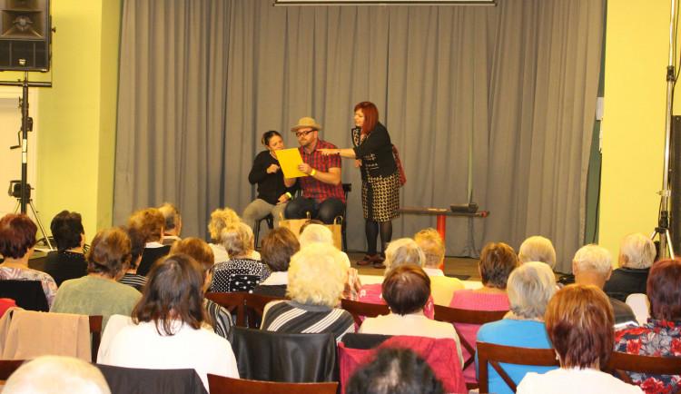 Preventivní divadelní představení mají pomoct seniorům rozpoznat podvodníky