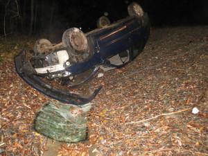 Mladý řidič boural s osobákem, byl pod vlivem alkoholu a bez řidičáku