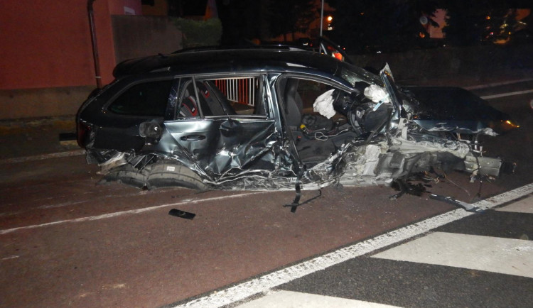 """Cesta z """"maturáku"""" skončila vážnou dopravní nehodou, řidič byl opilý"""