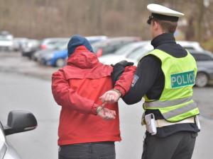 Muž vyvolal před nádražím rvačku, myslel si, že k ní stejně dojde