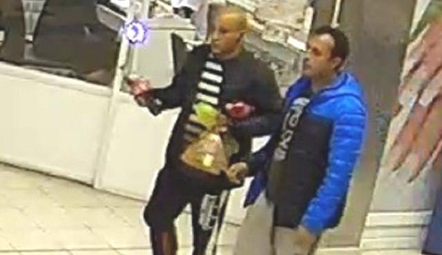 Policie pátrá po dvou mužích na obrázku. Nepoznáte je?
