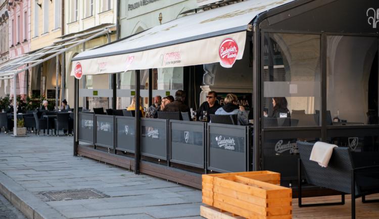Zahrádky budou na náměstí celoročně, přispějí k atraktivitě Budějc