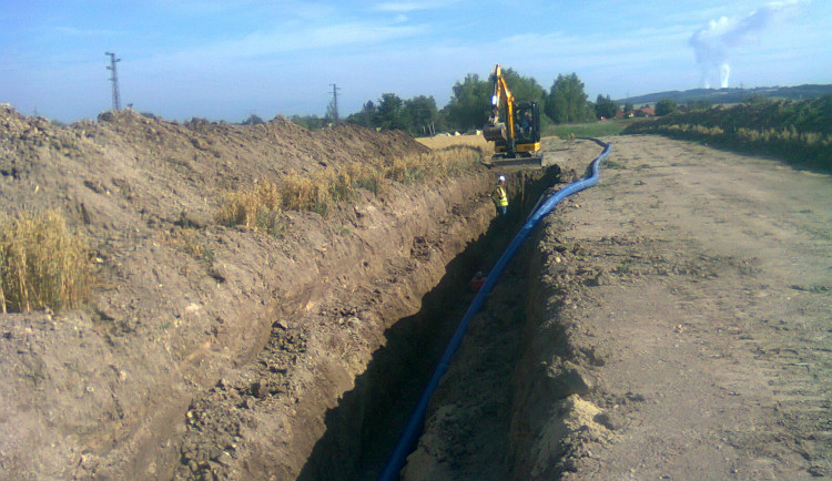 Do třinácti obcí na Olešnicku teče z vodárenské soustavy kvalitnější voda. Nové potrubí ji zbavilo železa
