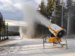 Lyžařské areály už zasněžují, start sezony se blíží
