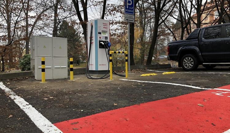 E.ON otevřel svou třetí veřejnou dobíjecí stanici v Českých Budějovicích