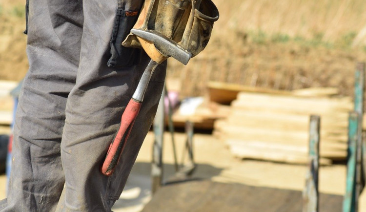 Nejvíce vážných pracovních úrazů bylo loni ve stavebnictví