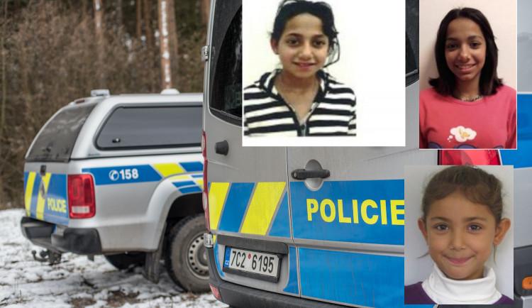 Dvě pohřešované dívky se našly. Po třetí policie stále pátrá