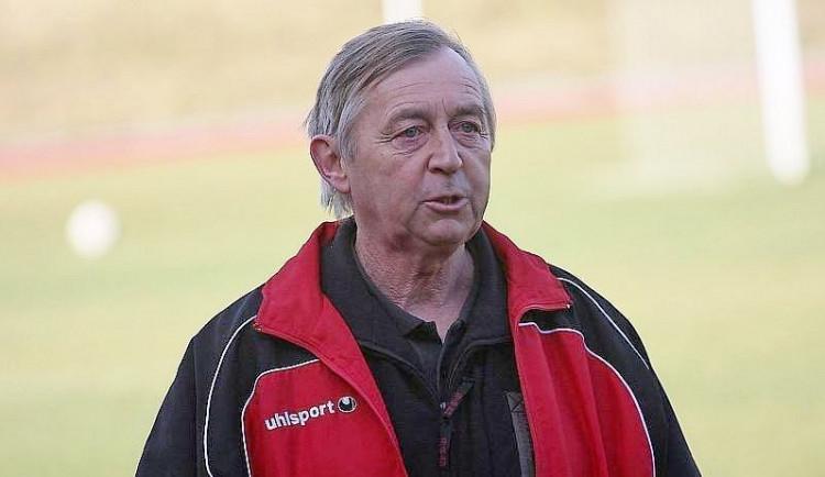 Fotbalové řady navždy opustil Karel Švarc. Trénoval Latku a vytáhl Novou Ves