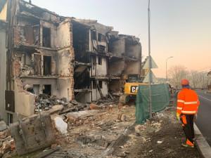 Zničený dům v Lenoře jde k zemi. Bourání potrvá nejdéle do Vánoc