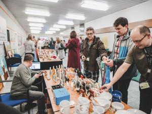 Adventní trhy v Temelíně přinesly chráněným dílnám přes 20 tisíc korun