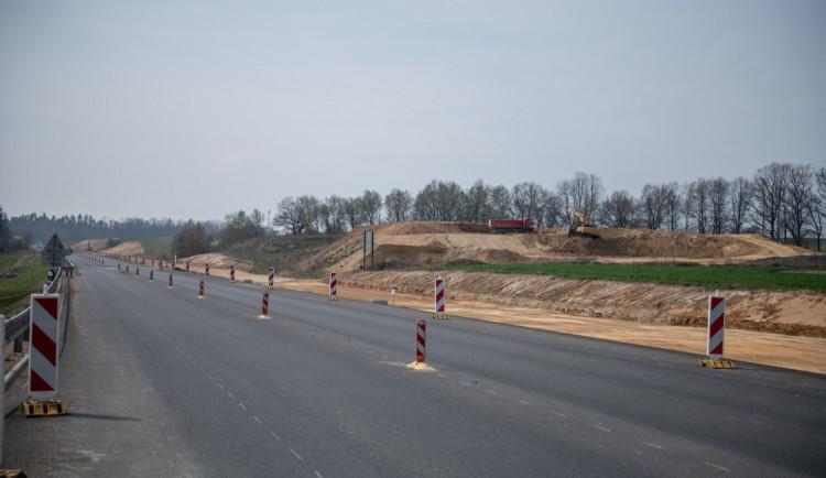 Část dálnice D3 Ševětín – Borek se dnes otevře řidičům