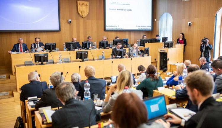 Budějce si schválily rozpočet se schodkem 277 milionů korun