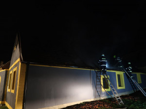 Na Táborsku hořela střecha domu, škoda je zatím milion korun