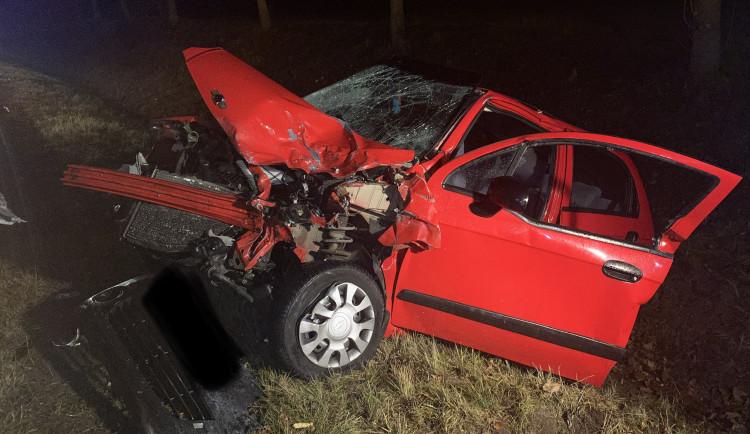 Řidič osobáku naboural do odtahovky, která nakládala dodávku. Při nehodě zemřely dvě ženy