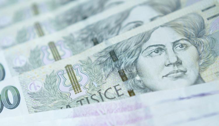 Pošťák ztratil peněženku s 30 tisíci, strážníkům ji donesl poctivý nálezce