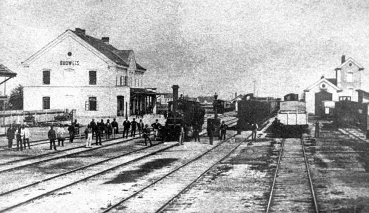 DRBNA HISTORIČKA: Příjezd první parní lokomotivy zastínil oheň na Lineckém předměstí