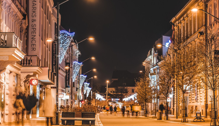 V Budějcích svítí vánoční světýlka za téměř 700 tisíc korun, novinkou je osvětlení dvou kašen