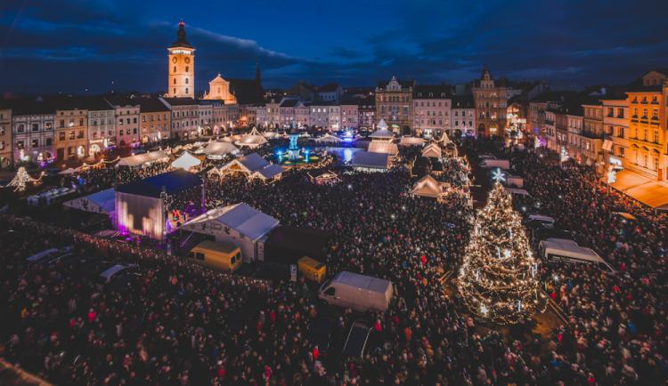Vánoční strom v Budějcích je opět nejkrásnější, obhájil loňské vítězství