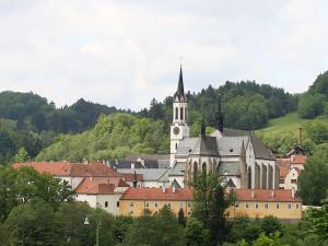 Cisterciáci z Vyššího Brodu nebudou vracet 1100 hektarů pozemků