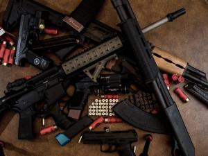 Muž z Českobudějovicka měl nakupovat a prodávat zbraně. Případ řeší kriminalisté