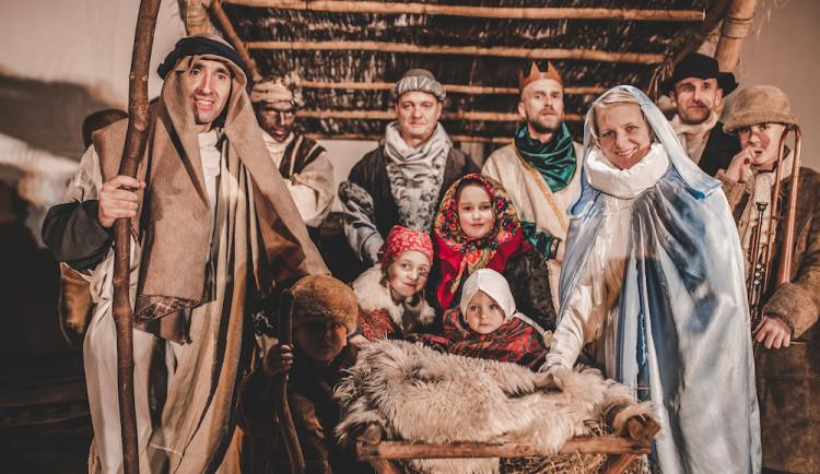 Živý Betlém přilákal na Piaristické náměstí davy lidí