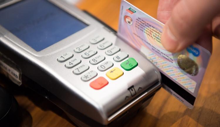 Někteří prodejci mají znovu problémy s platbami kartou