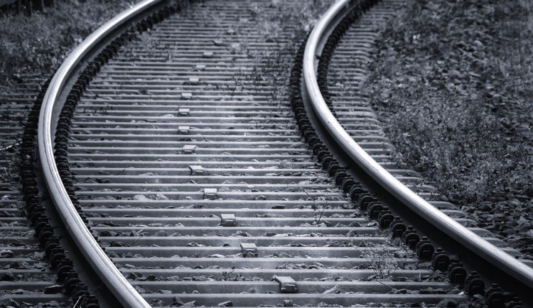 Střet s vlakem nepřežil pětačtyřicetiletý muž