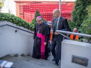 Biskup Kročil: Lidé si chtějí udržet standard, trpí tím vztahy