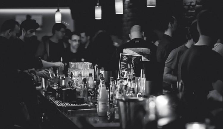 Strážníci, policisté a sociální pracovníci se zaměřili na podávání alkoholu nezletilým