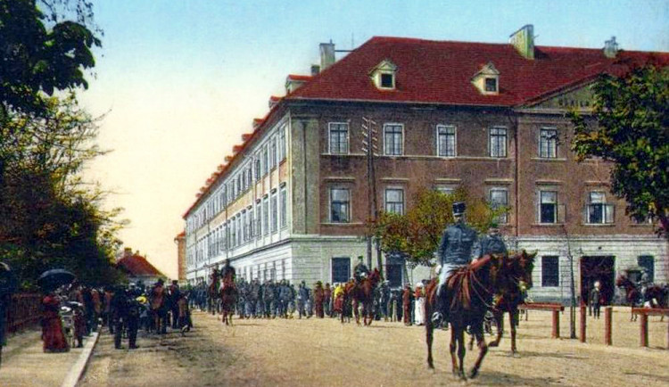 DRBNA HISTORIČKA: Mariánské kasárny chtělo město zbourat