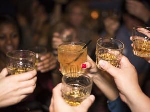 Zákaz prodeje alkoholu mladistvým někteří stále nedodržují