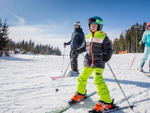 Počasí přeje lyžařům, na některých sjezdovkách leží až 55 centimetrů sněhu