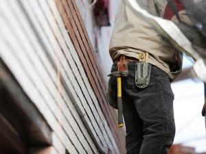 Cizinci na stavbě v Budějcích neměli pracovní povolení. Zadržela je policie