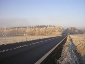 Na některých jihočeských silnicích je náledí