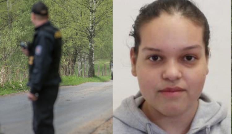Patnáctiletá dívka se nevrátila domů, pohybovat se může ve společnosti svého staršího přítele