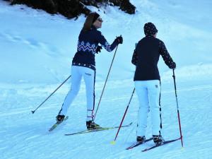 Na Lipně a Zadově lyžovalo o víkendu několik tisíc lidí
