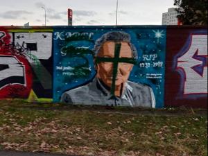 Graffiti Karla Gotta v Budějcích zničil neznámý vandal. Autor slíbil malbu opravit