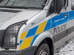 Muže s kradeným alkoholem chytla policie přímo v obchodě