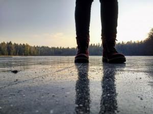 Návštěvníci Národního parku Šumava hazardují se svými životy, vstupují na zamrzlá jezera