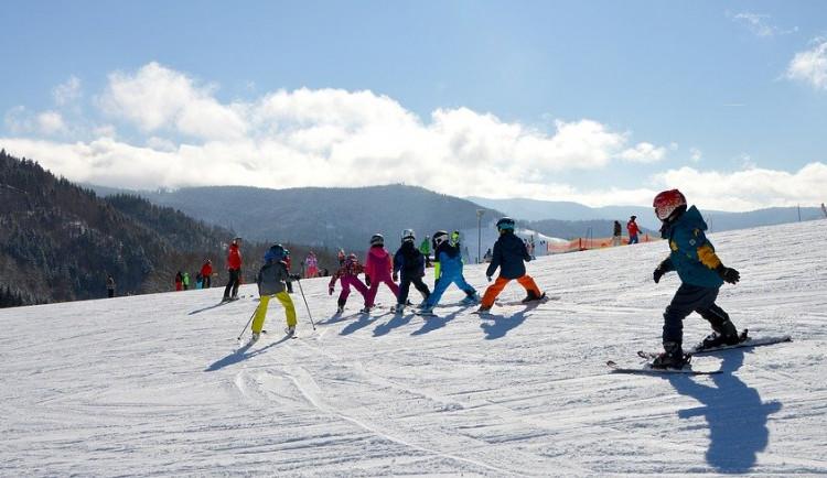 Na jihočeských sjezdovkách připadl sníh, bruslit na Lipně se nedá