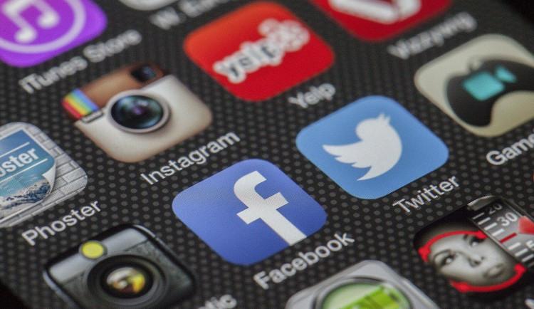 Podvodníci okrádají lidi pomocí SMS kódů. Prachatičtí policisté evidují několik trestních oznámení