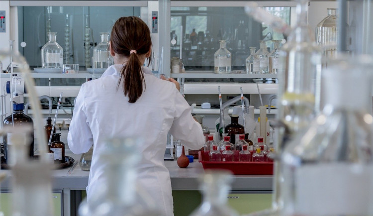 Podezření na koronavirus hlásí už i jih Čech. Čínský turista leží v izolaci v budějcké nemocnici