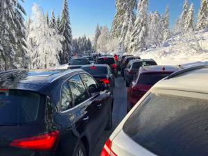 Silnice ke Třístoličníku může být v některých dnech uzavřena
