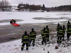 Krumlovští hasiči za sebou mají speciální výcvik na Lipně