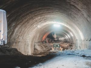 VIDEO: Skončila prorážka tunelu Deboreč, zkrátí se jízdní doba vlaků z Prahy na jih Čech