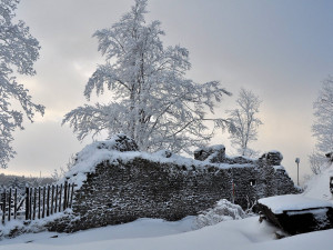 Orkán Sabine vyřadil z provozu osadu Svatý Tomáš u Přední Výtoně. Poškodil i známý Vítkův hrádek