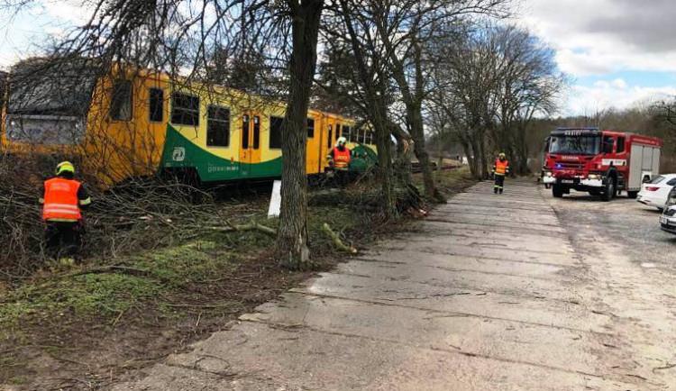 Bouře Sabine napáchala na železnici škody za téměř devět milionů